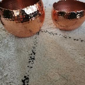 Sælger disse to kobber lignende opbevarings skåle