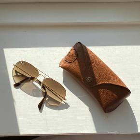 Aviator solbriller fra Ray-Ban. God stand, klud og etui medfølger.