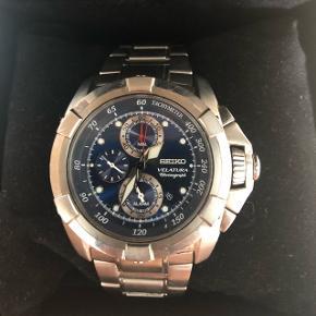 Mega lækkert solidt Seiko ur.   Købt i USA for 6000 kr.   Robus og fylder godt på håndleddet.