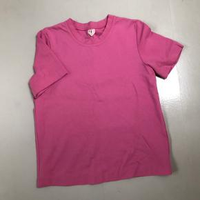 Heavy cotton, rarely work t-shirt from Arket.