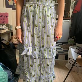 Sælger denne søde Hosbjerg nederdel   Byd endelig