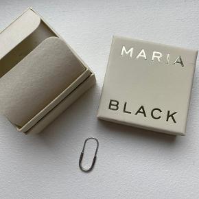 Sælger min fine ørering fra Maria Black da jeg ikke får den brugt længere