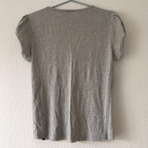 Grå t-shirt med pufærmer fra Ze-Ze, str. XL/42, men passer bedre Str. M/38/40