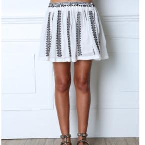 Gat rimon nederdel, str L (men lille i størrelse) så M passer også denne, fremstår 100% som ny, blød bomuld, to lag så den ikke er gennemsigtig, nypris 1000,- sælges billigt 🕊