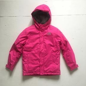 Virkelig fed vinterjakke / ski jakke - brugt meget begrænset. Størrelse 10-12 år. Sælges for 400 pp
