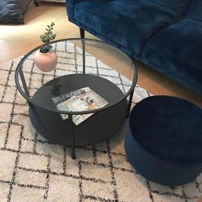 Ikea sofabord med glasplade- fejler intet :-) måler 75cm