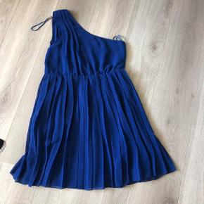 Kjole fra Tyskland. Str. L-XL, stor i str