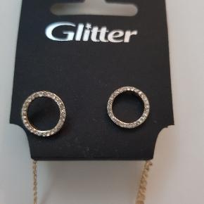 Flot sæt fra Glitter.  Aldrig brugt og stadig pris mærke på. 🙂 Np 99,90 kr.  Mp 40 kr.