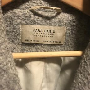 Grå Zara jakke. Overgangsjakke.