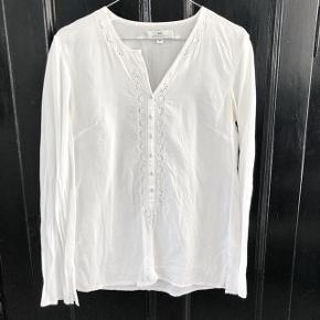Day Birger et Mikkelsen hvid bluse   størrelse: 34   pris: 150 kr    fragt: 37 kr