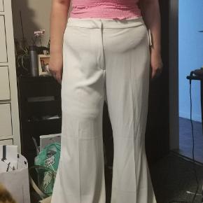 Helt ny bukser, sælges da de er blevet for store. Fejler intet og der er stadig prismærke på.