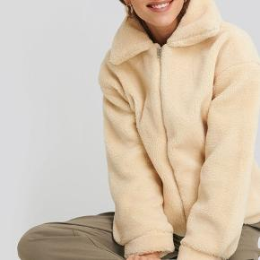 Super fin Teddy zipper jacket i råhvid💛  Passer en XS/S☀️