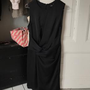 Flot silke-look kjole fra ASOS. Brugt to gange 😊