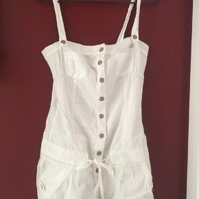 Hvid kort buksedragt fra Bershka