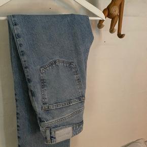 Zara jeans sidder super flot på en str 36