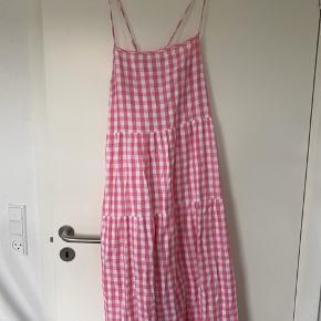 Ukendt mærke Fin og trendy ternet kjole med justerbare stropper. Syet ind, passer s-m 🌺🌺🌺🌺