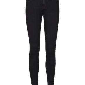 Helt nye DR. Denim plenty black jeans. Aldrig brugt og heller ej vasket. Desværre er de for små. Høj talje.