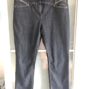 Blå denim jeans fra Jensen Woman Model: Regular skinny Str. 46  Brugt og vasket 1 gang Nypris: 599kr   Giv et bud, skal bare væk.  Kan sendes med DAO for 38 kr på købers regning, og ellers afhentning i Århus, Kolding, Toftlund eller Aalborg.   #30dayssellout