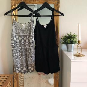 Kort jumpsuit fra H&M str. 36Sælges i sort og sort/hvid mønstret.  Fejler ingenting.  1 for 35 og 2 for 60 🌞
