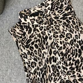 Leopard top str xs  Mærke: H&M Stand: aldrig brugt  Sælges for 10kr