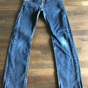 Fede jeans i pæn stand. Mindstepris 100pp.