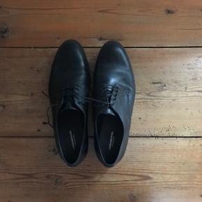 Sælger disse lækre vagabond sko, som er brugt en enkelt aften. Kom med et bud!  Ny pris var 800kr. Kan sendes, men køber betaler fragten.
