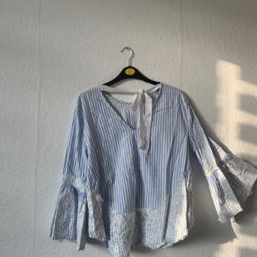 Super fin trøje! Skriv for mere info :)