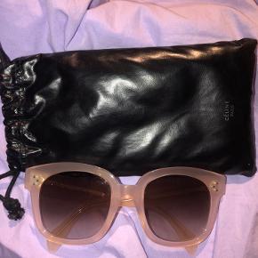 Fantastisk smukke solbriller fra Celine. Ny Audrey model med det lækreste etui!