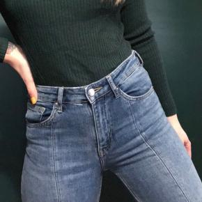 H&M denim straight/bootcut jeans med syning i midten