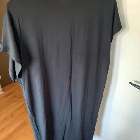 Det dejligeste stof og mest behagelige kjole at have på!  Kan også bruges som en lang t-shirt