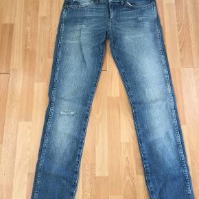 Lækreste Molly jeans fra Wrangler i str. 26, brugt 3 gange og kan ikke passe dem længere.