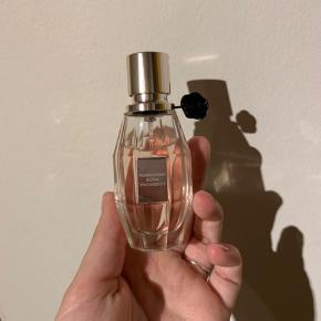 Sælger denne parfume, da jeg ikke får den brugt.  Den er 30 ml.  Np. 440 kr   BYD!!  Køber betaler fragt ✨