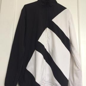 Adidas training top, str. S, model EQT - bold design, så god som ny, købspris: 900 kr