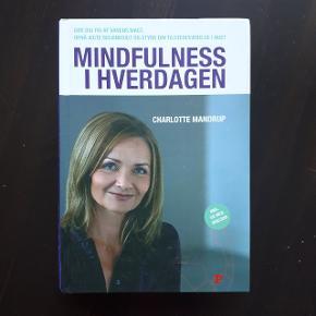 Vejl. pris 249,95 kr.  https://www.saxo.com/dk/mindfulness-i-hverdagen_charlotte-mandrup_indbundet_9788756790062  Hentes i Roskilde eller sender med DAO mod betaling af fragt