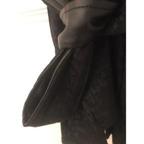 Kimono fra Storm og Marie med bindebånd. Lille i størrelsen