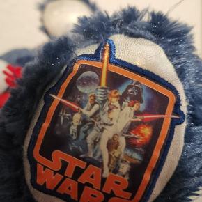 Fin ny Star Wars bamse sælges. Ses og købes i Kolding eller sendes på købers regning! :) byd