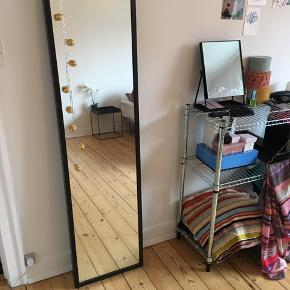 Ikea spejl, kan hænges på væg  Mål: 160x40  Sortbrun  Tror modellen hedder: Hemnes   Afhentes på Frederiksberg inden d. 1/6.  Kom gerne med bud.