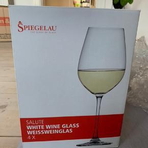 Flotte Spiegelau hvidvinsglas. Nypris min. 279,95 for 4 stk. Aldrig brugt eller pakket ud. BYD.