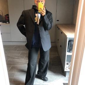 Fed vintage oversize blazer. Str. L BYD   ASOS, acne, Ganni, cos, monki, weekday, messege, zara, H&M, Wood Wood, birkenstock, Adidas, Nike, New balance, gina Tricot, mango,