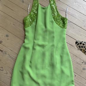 Vintage Palliet kjole.   Fitter size S   Kjolen er i god stand, men har dog et lille bitte mærke bagpå. Se billeder