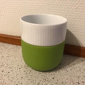Grønt krus fra Royal Copenhagen - uden brud og fejl.  Farve: Grøn  Køber betaler eventuel fragt ✨