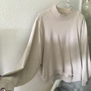 • lækker sweater fra monki i sandfarvet   • den er brugt omkring 4 gange og har ingen tage på slid  • kan mødes omkring Århus eller sende for 35kr med GLS ☺️☺️