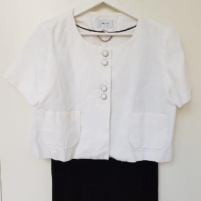 Hvid kort jakke/bolero fra Mango. Kun brugt 2 gange.