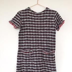 ZARA kjole i blå/rød/hvid tern. Brugt et par gange. Ny pris ca. 250kr. Byd gerne