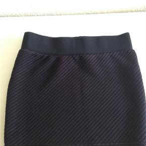 Varetype: Nederdel Farve: sort  Sort nederdel str. S fra Only sælges for 25kr