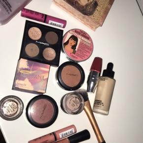 Massere af fejlfri og næsten ikke brugt makeup. Spørg efter priser, farver og stand.