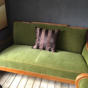 Vintage sofa 3 Pers.  Plus 1 stol  Sættet er fra  1936  Har selvf brugsspor pga alderen.   Fantastisk dejlig at sidde i.  Sælges udelukkende pga pladsmangel   Skal afhentes i Grundfør Hinnerup