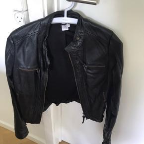 Læderjakke i 100% sheepskin leather (se tag) Brugt 2-3 gange (som ny)
