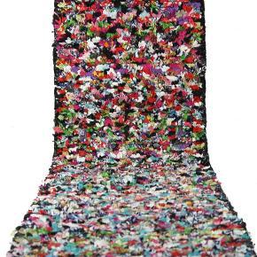 Boucherouite løber måler 315 x 60 cm. Er håndknyttet. Har aldrig været brugt. Sendes med GLS hvor porto er 100 kr.