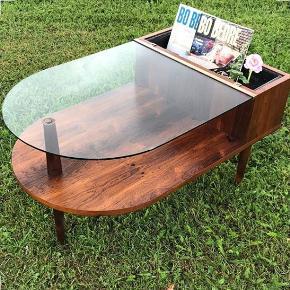 Unikt retro blomsterbord i palisander med glasplade og original blomsterindsats - dansk design. Ekstra glasplade medfølger.